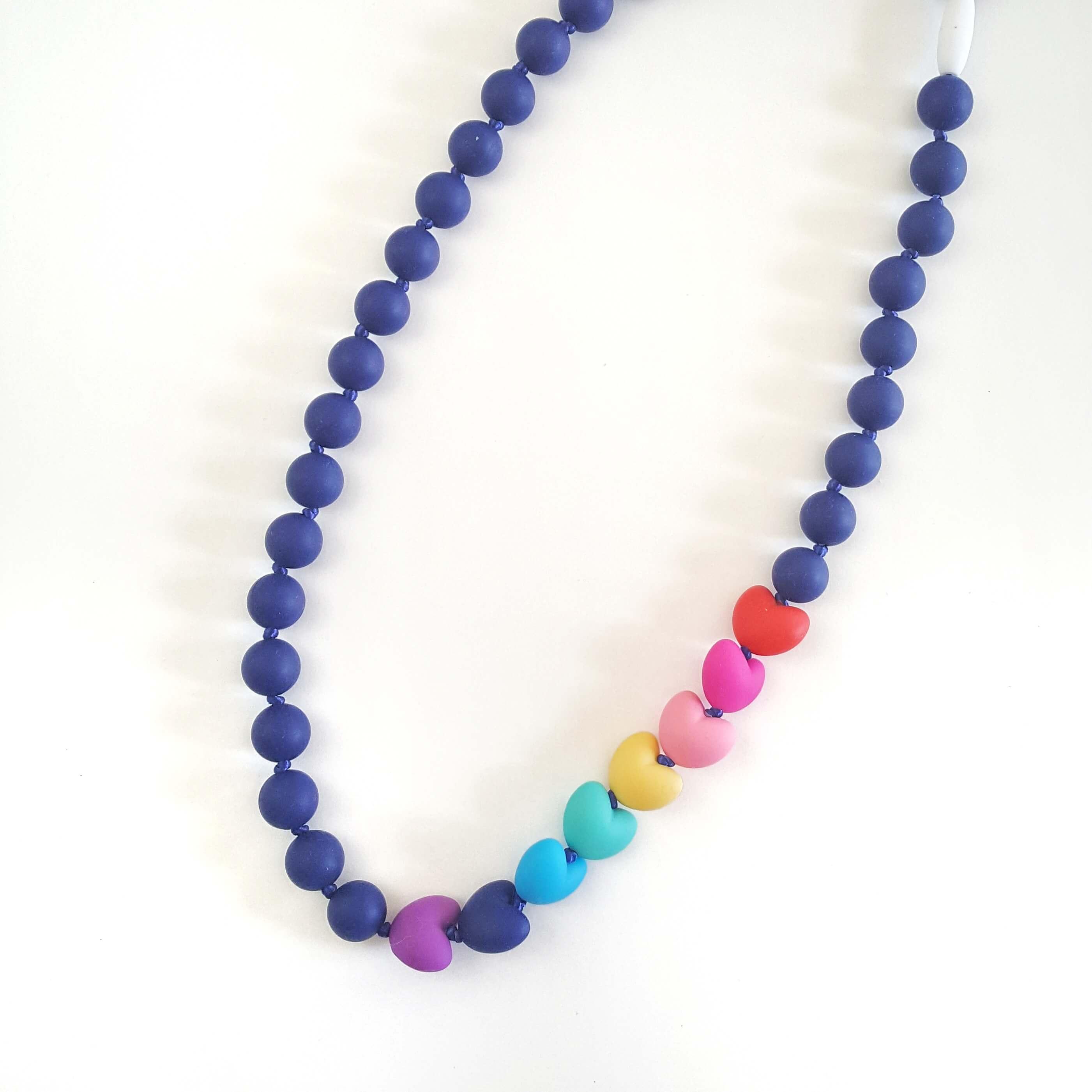 collana-allattamento-cuori-arcobaleno-blu