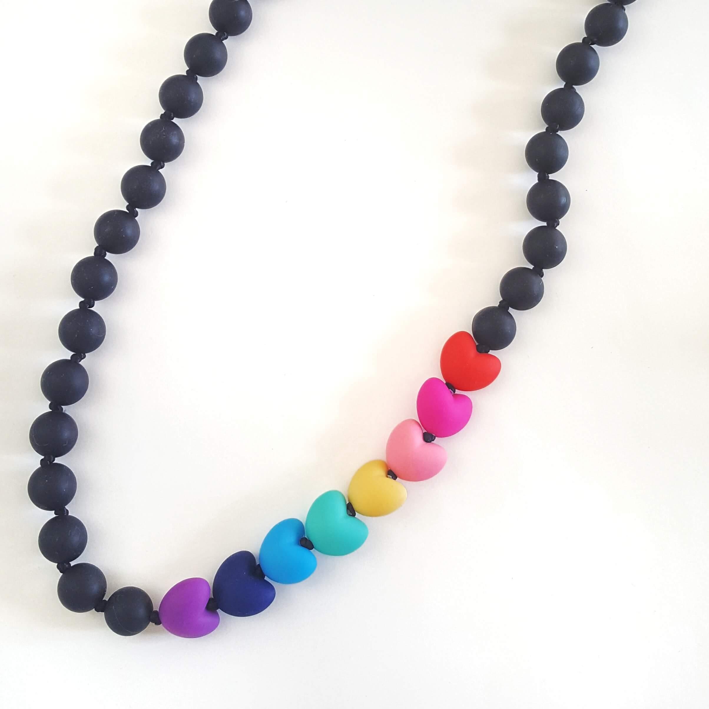 collana-allattamento-cuori-arcobaleno-nero